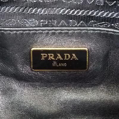 shirring detail logo bag black